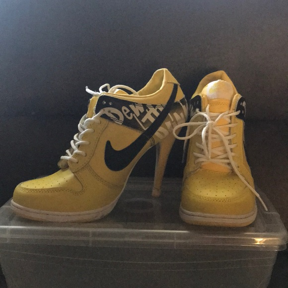 size 40 df1a7 d90ad Nike heel Yellow and black